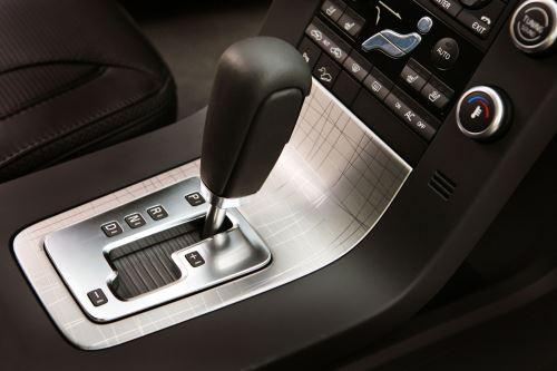 Преимущества и недостатки автомобилей с автоматической и механической коробкой передач