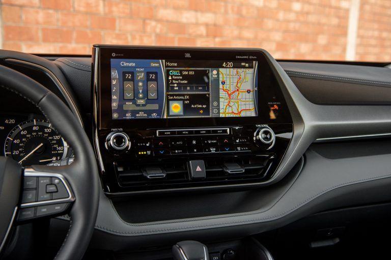 дисплей мультимедиа системы Toyota Highlander