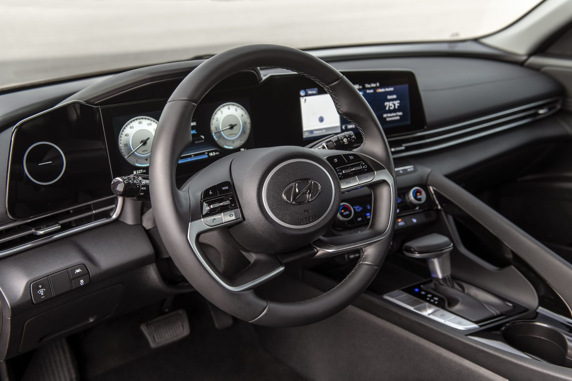 интерьер Hyundai Elantra 2021