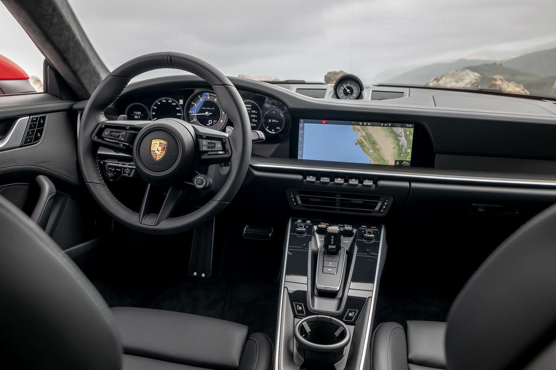 Интерьер Porsche 911 Turbo S