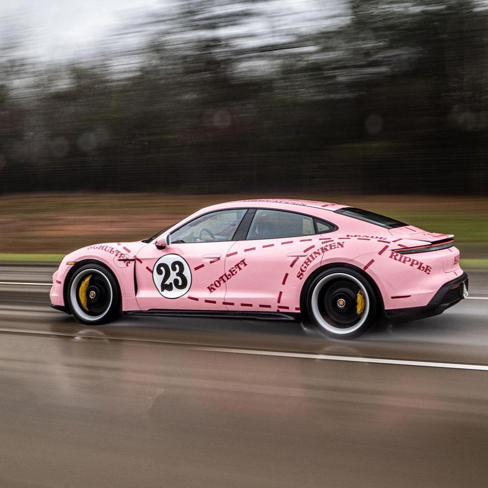 Porsche Taycan v sportivnoy okraske