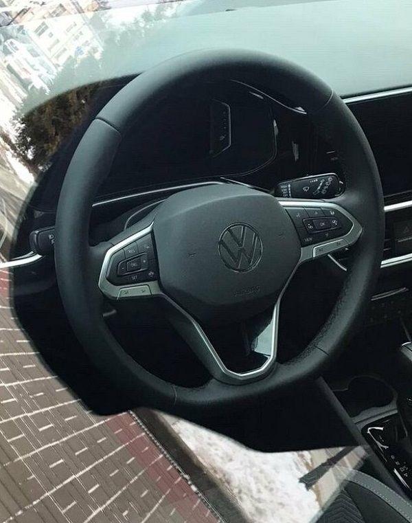 Интерьер лифтбека Volkswagen Polo