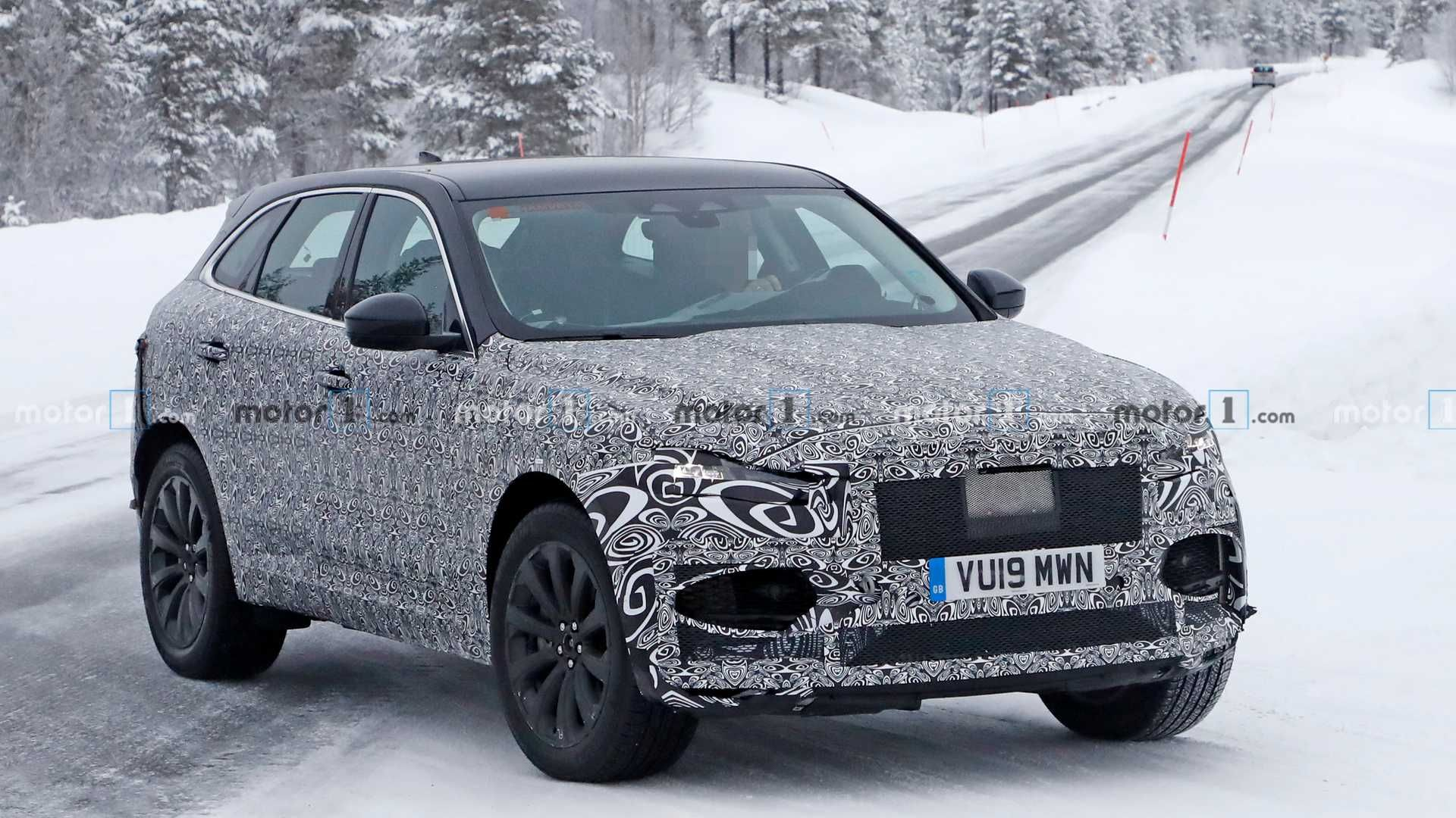 шпионские снимки нового Jaguar F-pace